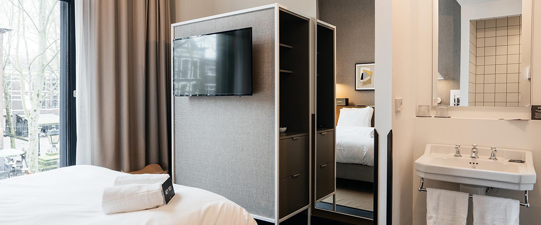 SMALL ROOM - THE HUNFELD